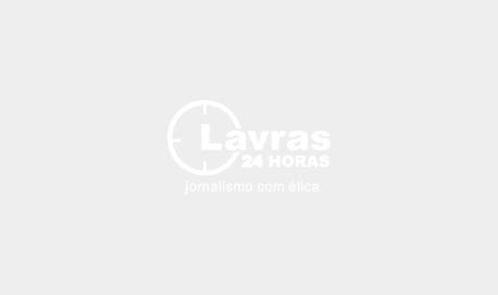 Acidente com caminhão na BR 265 deixa três pessoas feridas em Lavras