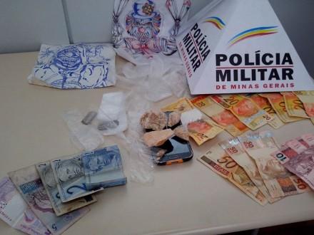 Drogas e  dinheiro foram apreendidos pela Polícia Civil