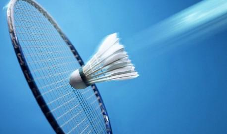 hd-badminton-wallpaper-met-een-badminton-shuttle-en-racket-blauwe-badminton-achtergrond-foto
