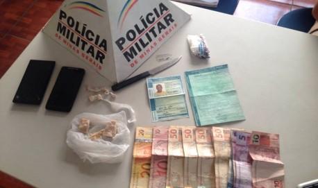 Dinheiro e drogas foram apreendidos no Bairro Cruzeiro da Pedreira. Foto: PM divulgação
