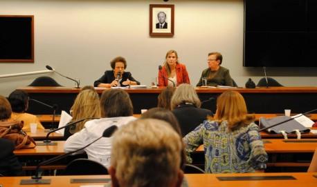 Reunião da Bancada feminina da Câmara dos deputados com a presença da ministra da Secretaria de Políticas para as Mulheres da Presidência, Eleonora Menicucci.
