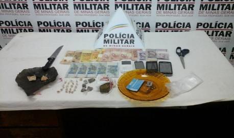 Droga, dinheiro e celulares apreendidos pelo Tático Móvel na Vila Rica. Foto: PM Divulgação