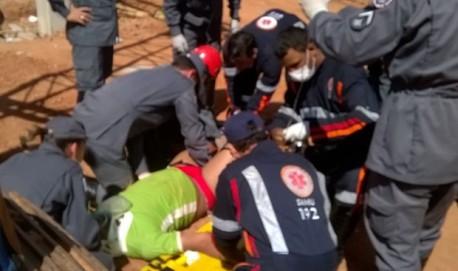 Trabalhadores ficam feridos após acidente em obra de shopping de Varginha (Foto: Corpo de Bombeiros)