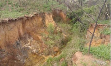 Terreno irregular em Lavras apresenta problema estruturais (Foto Ministério Público de Lavras)