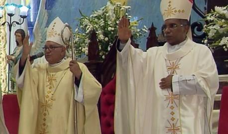 Após renúncia de Dom Diamantino (à esquerda) para se aposentar, o Papa Francisco nomeou Dom Pedro Cunha Cruz (à direita) como novo bispo da Diocese de Campanha (MG) (Foto: Reprodução EPTV)