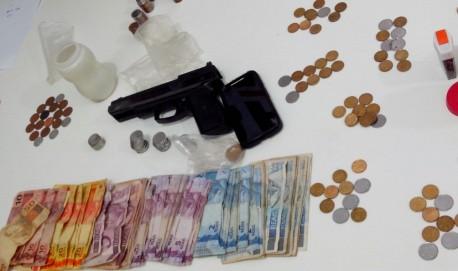 Material  que foi localizado com o menor. (Foto: PM Divulgação)