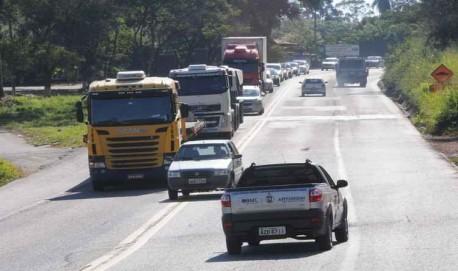 Ultrapassagens proibidas serão alvo do reforço na fiscalização durante o feriado (foto: Paulo Filgueiras/EM/D.A PRESS).