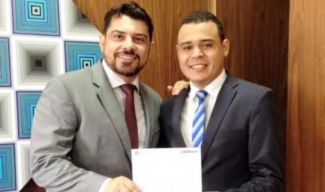 O vereador João Paulo Felizardo ao lado lado do deputado estadual Fabio Cherem.
