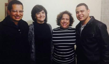 O vereador João Paulo Felizardo ao lado da   Superintendente de Ensino, professora Sueli Tavares, o líder comunitário Antonio Pedro e a diretora da Escola Estadual Dora Matarrazo, professora Maria Eugênia.