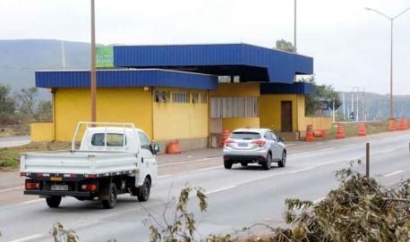 Há quatro anos posto da PRF na BR-040, em Nova Lima, segue desativado. Construção feita por meio de um convênio com a prefeitura foi rejeitada pela polícia por não ter condições exigidas para funcionamento (foto: Beto Novaes/EM/D.A PRESS)