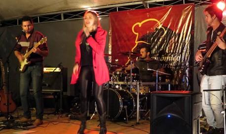 [Divulga----o 2015] Banda Baby Liss se apresenta no Festival