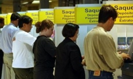 Lista traz nomes de trabalhadores que ainda não sacaram abono Prazo para o saque do benefício foi prorrogado e vai até 31 de agosto. Divulgação/Agência Brasil