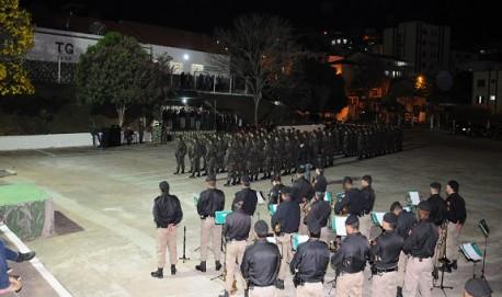 Solenidade em comemoração ao Dia do Soldado no pátio do TG de Lavras. .Foto: Sakai