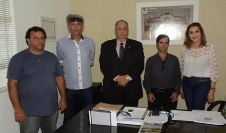 Representantes do Ibama em Lavras reunidos com a Deputada Dâmina Pereira.