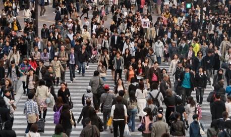 Pessoas-atravessando-uma-rua-em-Toquio-Foto-Shutterstock-Y6584827-A2