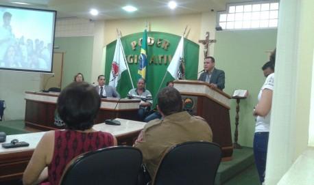 O vereador durante sua visita à Câmara Municipal de Três Pontas.