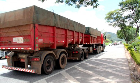 Veículos de carga de grande porte não poderão circular nas rodovias durante o Carnaval (Mércia Lemos - Agência Minas)