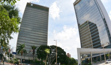 Renegociação – Edifício sede da Cemig (esq.) e da Forluz, em Belo Horizonte: montante devido poderá ser dividido em até 24 vezes