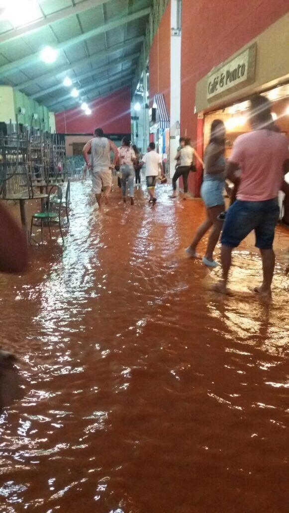 Frequentadores da Praça de alimentação do Lavras Shopping Foram surpreendidos.