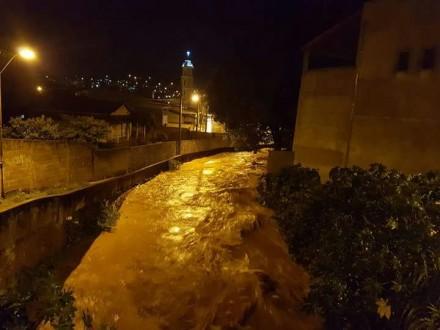 Ribeirão da zona norte de Lavras.