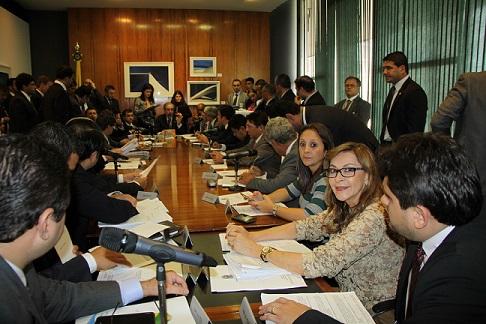 Na reunião ela pediu apoio para projeto que cria Fundo Nacional de Enfrentamento à Violência Contra as Mulheres. Foto: Assossoria de imprensa Dep. Damina