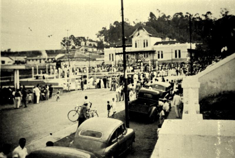 Foto histórica do evento de inauguração da Praça José Esteves em 1969