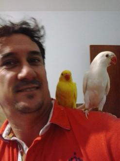 Alémd as orquídeas, Roberto também era apaixonado por aves. (Fotos retiradas da sua página no Facebook)